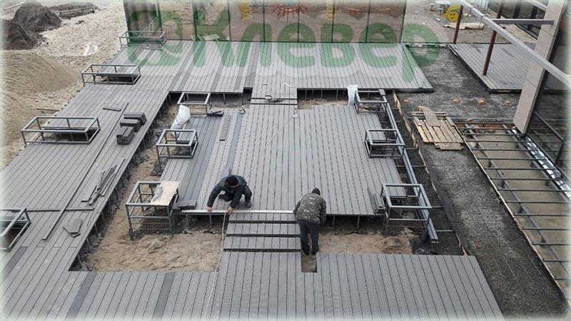 монтаж террасной доски на пирсе большой площади